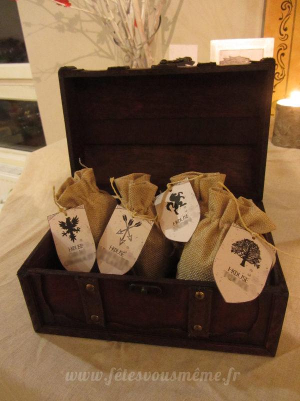 Kit déco Game of Thrones - Cadeaux invités - Pochettes en toile de jute - Fêtes vous même